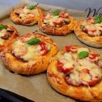Mini pizze z kiełbasą...