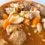 Zupa z kulkami mięsnymi