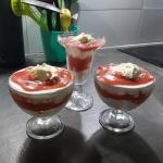 Szybki deser truskawkowy