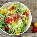 Sałata rzymska z sosem...