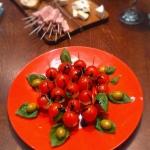 Koreczki z pomidorków i...