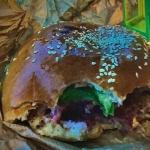 Hamburger z marynowanym...