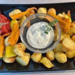 Pieczone warzywa z sosem...