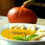 Dyniowa zupa z pierozkami...