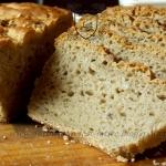 Chleb na zakwasie z ziarn...