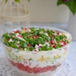 Warstwowa letnia salatka