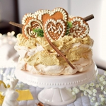 Tort bezowy z kremem spec...