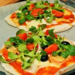 Razowa pizza z roszponką